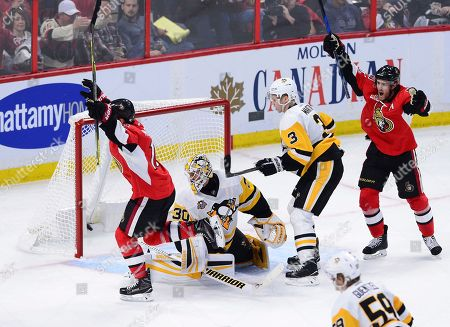 Ottawa Senators left wing Clarke MacArthur (16) scores on Pittsburgh Penguins goalie Matt Murray (30) as Penguins defenseman Olli Maatta (3) and Senators center Kyle Turris (7) look on during the second period of Game 4 of the NHL hockey Stanley Cup Eastern Conference finals, in Ottawa, Ontario