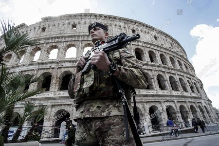 Italian soldiers patrol next to the Colosseum in central Rome, Italy, 29 March 2018. Italian Interior Minister Marco Minniti called for an ulterior reinforcement of security checks at crowded places during the Easter holidays.