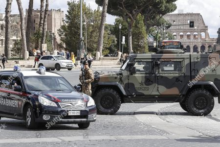 Italian soldiers patrol in via dei Fori Imperiali, central Rome, Italy, 29 March 2018. Italian Interior Minister Marco Minniti called for an ulterior reinforcement of security checks at crowded places during the Easter holidays.