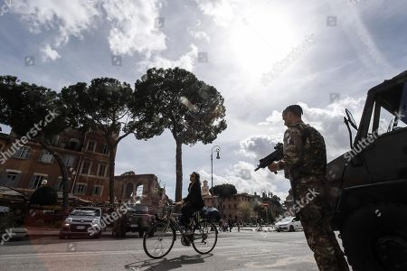 Italian soldiers patrol at Largo Corrado Ricci, in Rome, Italy, 29 March 2018. Italian Interior Minister Marco Minniti called for an ulterior reinforcement of security checks at crowded places during the Easter holidays.