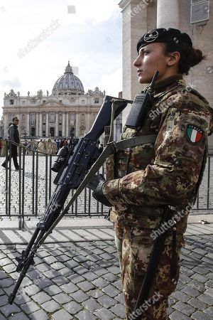 Italian soldiers patrol in the area of St. Peter's Square at the Vatican, 29 March 2018. Italian Interior Minister Marco Minniti called for an ulterior reinforcement of security checks at crowded places during the Easter holidays.