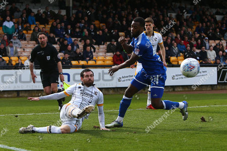 Port Vale's David Worrall and Chesterfield's Zavon Hines