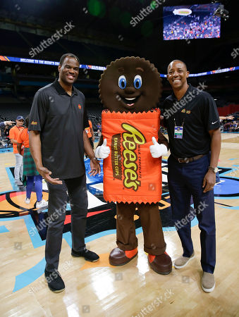 David Robinson, Sean Elliott. Reese's hosts and San Antonio legends David Robinson and Sean Elliott at halftime at the Reese's College All-Star Game in San Antonio, Texas