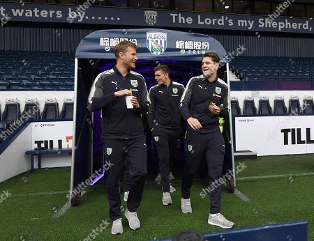 Anders Lindegaard, Nick Pope and James Tarkowski of Burnley arrive before kick off
