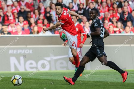 Benfica's Pizzi (L) fights for the ball with Vitoria de Guimaraes's Ghislain Konan (R) during the Portuguese First League Soccer match between Benfica and Vitoria de Guimaraes at Luz Stadium in Lisbon, Portugal, 31 March 2018.