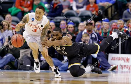Kyle Davis, Rashard Kelly. Wichita State forward Rashard Kelly (0) dives to stop the steal of Dayton guard Kyle Davis (3) during the first half of a first-round game in the men's NCAA college basketball tournament in Indianapolis
