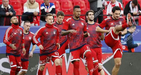 Bayern Munich players (L-R) midfielder Arturo Vidal, winger Frank Ribery, defender Joshua Kimmich, forward Thomas Muller, defender Jerome Boateng, midfielder Javi Martinez and defender Mats Hummels warm up before the UEFA Champions League quarter final first leg soccer match between Sevilla FC and Bayern Munich held at Ramon Sanchez Pizjuan stadium in Seville, Spain, 03 April 2018.