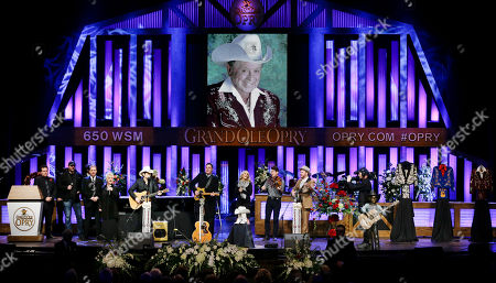 """Steve Wariner, Brad Paisley, Vince Gill, Connie Smith, Carrie Underwood, The Old Crow Medicine Show. Country music performers, including Steve Wariner, Brad Paisley, Vince Gill, Connie Smith, Carrie Underwood, and The Old Crow Medicine Show, perform """"Will the Circle Be Unbroken"""" during the funeral service for Little Jimmy Dickens in the Grand Ole Opry House, in Nashville, Tenn. Dickens died Jan. 2, 2015, at the age of 94"""