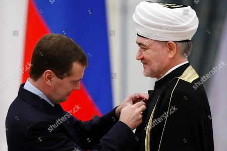 Dmitry Medvedev, Ravil Gainutdin. Russian President Dmitry Medvedev, left, hands over a medal 'For the Merits to the Fatherland, 4thclass' to Russia's top Muslim Cleric Ravil Gainutdin during an award ceremony in the Moscow Kremlin