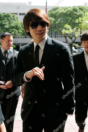 """Rain, Jung Ji-hoon. South Korean pop star and actor Rain, 26, flashes a Hawaiian """"shaka"""" sign as he arrives at federal court, in Honolulu. Rain, whose real name is Jung Ji-hoon, and his producers are being sued over the performer's abrupt cancellation of a June 2007 concert in Honolulu. Rain is expected to testify"""