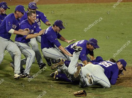 Editorial photo of NCAA LSU Oklahoma Baseball, Baton Rouge, USA - 8 Jun 2013