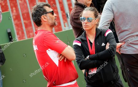 Spain's Davis Cup Captain Sergi Bruguera (L) talks to Federation Cup Captain Anabel Medina (R) during an open to the public training session of Spanish Davis Cup tennis team in Valencia's Bullring, eastern Spain, 04 April 2018. Spain will face Germany on a Davis Cup quarter final match on 06 April 2018.