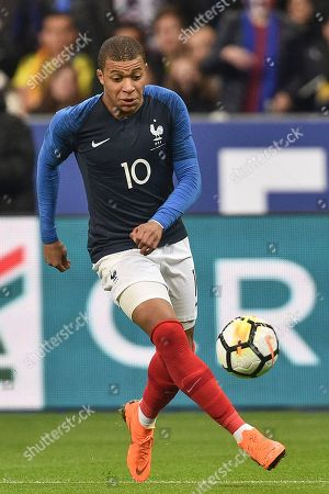 Kylian Mbappe of France and Abel Aguilar of Colombia