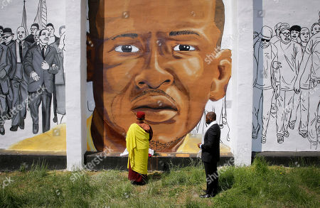 Gyalwang Drukpa, Jamal Bryant. The Gyalwang Drukpa, bottom center, the Buddhist leader of South Asia, prays in front of a mural depicting Freddie Gray alongside the Rev. Jamal Bryant during a walking tour with other faith and community leaders, in Baltimore. The group visited the site of Gray's arrest and a store that was damaged by fire during last month's unrest