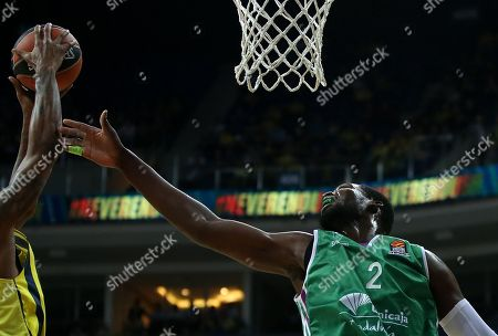 James Nunnally (L) of Fenerbahce in action against Viny Okouo (R) of  Unicaja Malaga during the Euroleague basketball match between Fenerbahce Dogus and Unicaja Malaga in Istanbul, Turkey, 05 April 2018.