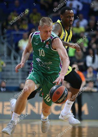 James Nunnally (R) of Fenerbahce in action against Sasu Salin (L) of  Unicaja Malaga during the Euroleague basketball match between Fenerbahce Dogus and Unicaja Malaga in Istanbul, Turkey, 05 April 2018.