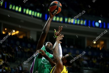 James Nunnally (R) of Fenerbahce in action against Viny Okouo (L) of  Unicaja Malaga during the Euroleague basketball match between Fenerbahce Dogus and Unicaja Malaga in Istanbul, Turkey 05 April 2018.