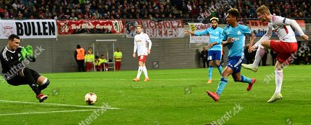 Leipzig's Timo Werner (R) in action against Marseille's goalkeeper Yohann Pele (L) during the UEFA Europa League quarter final first leg soccer match between RB Lepzig and Olympic Marseille, in Leipzig, Germany, 05 April 2018.