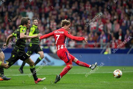 Atletico Madrid's Antoine Griezmann (R) and Sporting's Fabio Coentrao (L) in action during the UEFA Europa League quarter final first leg soccer match between Atletico Madrid and Sporting CP at Wanda Metropolitano stadium in Madrid, Spain, 05 April 2018.