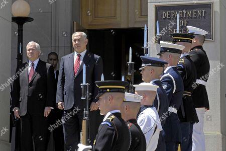 United States Secretary of Defense Robert M. Gates and Prime Minister Binyamin Netanyahu of Israel