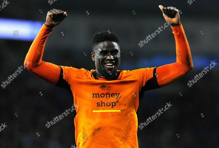 Alfred N'Diaye of Wolverhampton Wanderers thanks fans after the final whistle- Mandatory by-line: Nizaam Jones/JMP- 06/04/2018/