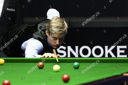 Australian professional snooker player Neil Alexander Robertson competes with English professional snooker player Barry Hawkins at the semifinal