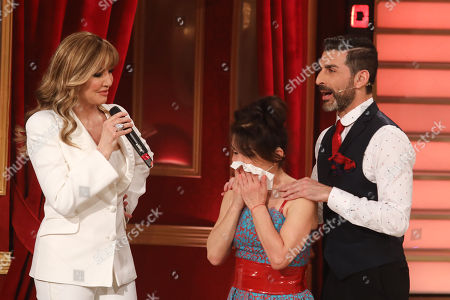 Nathalie Guetta (who is moved) and Simone Di Pasquale with Milly Carlucci