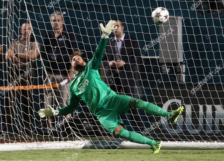 Juventus goalkeeper Marco Storari misses the game-winning penalty kick by Inter Milan goalkeeper Juan Pablo Carrizo during the second half of an International Champions Cup soccer game, in Miami. Inter Milan defeated Juventus for seventh place in the summer tournament