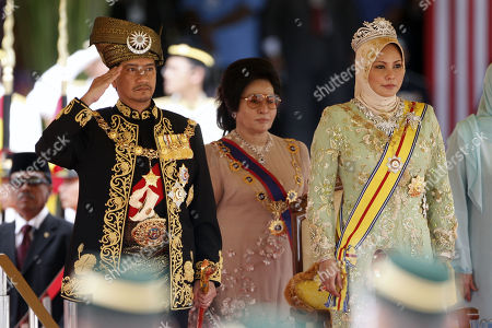 Mizan Zainal Abidin, Nur Zahirah. Malaysia's outgoing King, Sultan Mizan Zainal Abidin, left, salutes as Queen Nur Zahirah, right, stands beside him during his official farewell ceremony at Parliament Square in Kuala Lumpur, Malaysia, . Mizan Zainal Abidin, who was proclaimed the Malaysia's 13th king on Dec. 13, 2006 for a five-year rotation period, completed his reign on Monday
