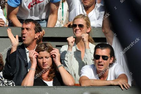 Mirka Federer (2nd L), Brooklyn Decker (Andy Roddick's wife) and Gavin Rossdale (3rd R)