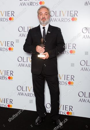 Sam Mendes accepts the award for Best Director