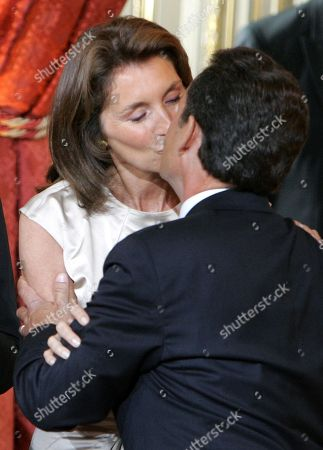 Nicolas Sarkozy, Cecilia Sarkozy, Judith Martin, Jeanne-Marie Martin, Louis Sarkozy, Jean Martin. New French President Nicolas Sarkozy kisses his wife Cecilia at the Elysee Palace, in Paris, . Sarkozy officially took office Wednesday as France's new president, replacing Jacques Chirac in an elaborate ceremony at the Elysee Palace