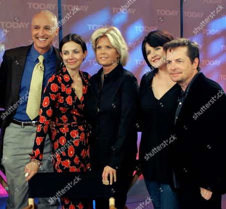 """Michael Gross, Justine Bateman, Meredith Baxter, Tina Yothers, Michael J. Fox. Former cast members, from left, Michael Gross, Justine Bateman, Meredith Baxter, Tina Yothers and Michael J. Fox, from the NBC TV series """"Family Ties"""" reunite on the NBC """"Today"""" television program in New York"""