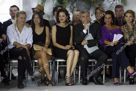 Dasha Zhukova, Marion Cotillard and Sydney Toledano watching the show