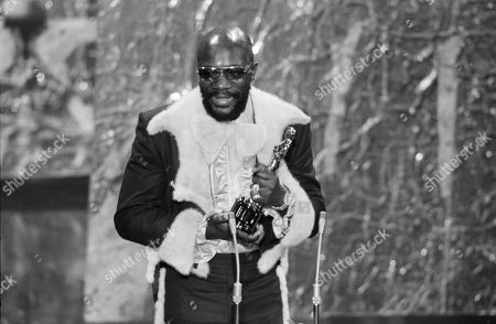 "In this April 11, 1972 picture, Isaac Hayes holds his Oscar for best song ""Theme From Shaft"" from the movie ""Shaft"" during the Academy Awards ceremonies in the Dorothy Chandler Pavilion. Hayes, the pioneering singer, songwriter and musician, died in Memphis, Tenn., the Shelby County Sheriff's Office said. He was 65"