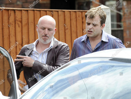 Steve McDonald, played by Simon Gregson andr DC Hooch, played by Dominic Carter
