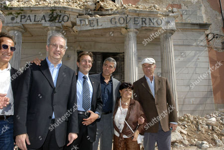 Walter Veltroni, Mayor of L'Aquila Massimo Cialente, George Clooney, President of province Stefania Pezzopane and Bill Murray