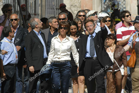 Walter Veltroni, George Clooney, Mayor of L'Aquila Massimo Cialente with his wife, and President of province Stefania Pezzopane