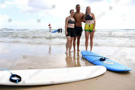 (L-R) Former Australian cyclist Anna Meares, Australian Paralympic skier and track and field athlete Jessica Gallagher and South African swimmer Chad le Clos, pose for a photograph after taking part in a surf lesson with Australian surfer Mick Fanning during the XXI Commonwealth Games at Kirra Beach on the Gold Coast, Queensland, Australia, 11 April 2018.