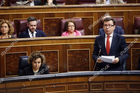 Spanish Minister of Economy Roman Escolano (R) speaks during question time at the Lower House in Madrid, Spain, 11 April 2018.