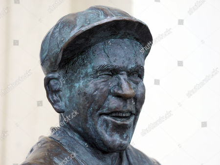 Stock Photo of Bronze statue of film actor and comedian Sir Norman Wisdom OBE outside the Sefton Hotel, Douglas, Isle of Man. The bar at the hotel is called 'Sir Norman's' and there is a collection of photographs of him and film posters on display there. He died 4th October 2010.
