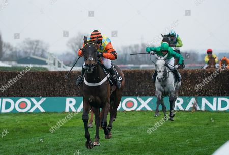 Might Bite trained by Nicky Henderson and trained by Nico de Boinville leads Bristol De Mai trained by Nigel Twiston-Davies and ridden by Daryl Jacob in the Betway Bowl Chase (Grade 1)