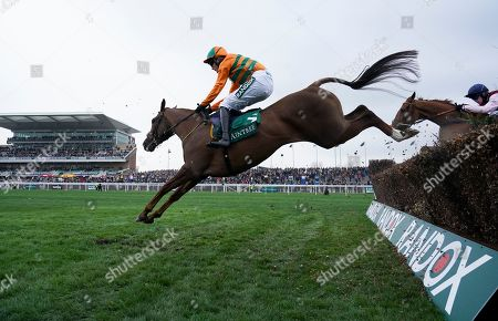 Robinshill trained by Nigel Twiston-Davies and ridden by Tom Bellamy during the Zut Media Red Rum Handicap Chase