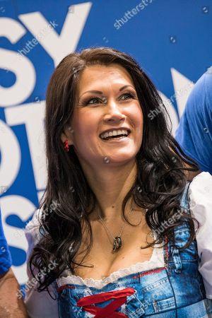 Sandra Stumptner ( Antonia aus Tirol )