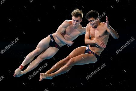 Jac Laugher and Chris Mears of England win Gold in the Men's 3m Synchro Springboard final.