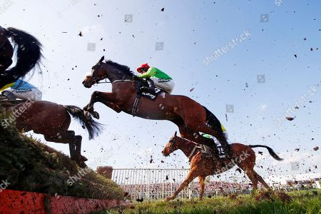 On Tour trained by Evan Williams and ridden by Adam Wedge during the 4.40 Doom Bar Sefton Novices' Hurdle