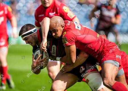 Edinburgh vs Scarlets. Scarlets Tom Varndell tackles Edinburgh's Stuart McInally