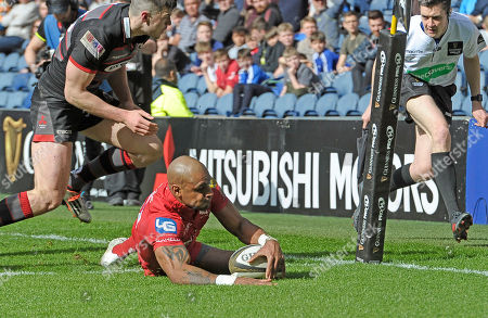 Tom Varndell of Scarlets scores their first try