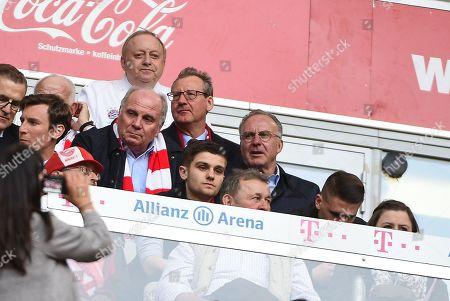 president Uli Hoeness (FC Bayern Muenchen) unds Vorstandsvorsitzender Karl-Heinz Rummenigge (FC Bayern Muenchen), behind Sternekoch Alfons Schuhbeck , FC Bayern Muenchen - Borussia Moenchengladbach, Football, Bundesliga, 14.04.2018