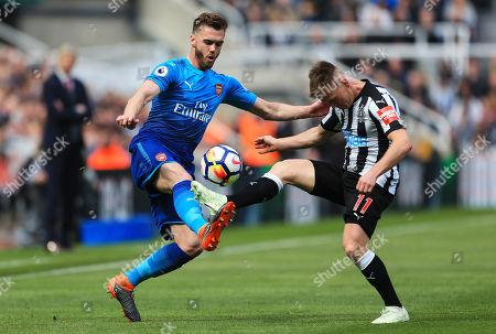 Matt Ritchie of Newcastle United challenges Calum Chambers of Arsenal